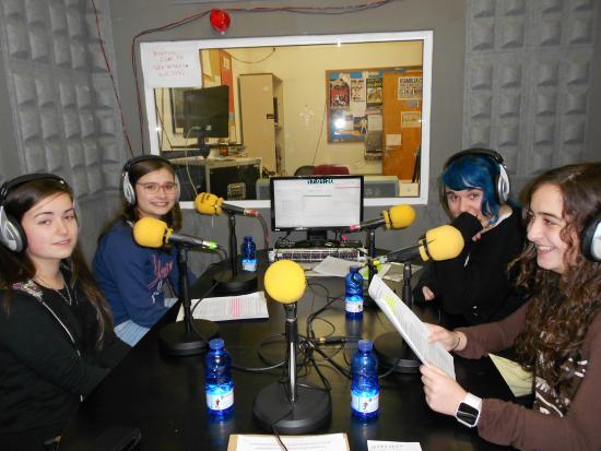Jovenes radiofonistas en CUAC FM